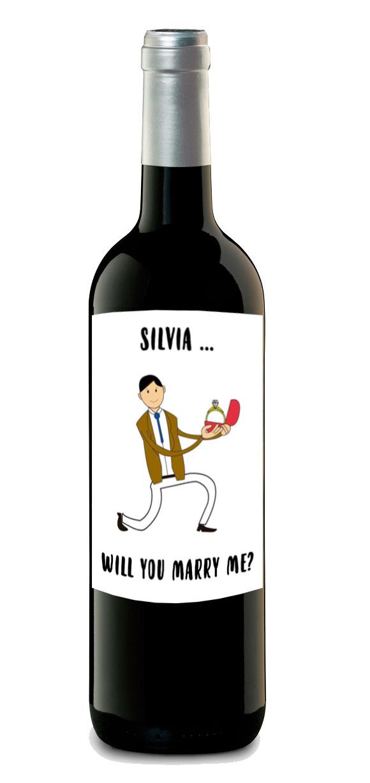 botella de vino pedida de mano