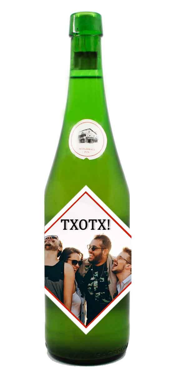 https://www.etiquetavoltereta.com/botellas-de-vino-con-pegatina-de-diseno-personalizado/888-botella-sidra-petritegi-txotx.html